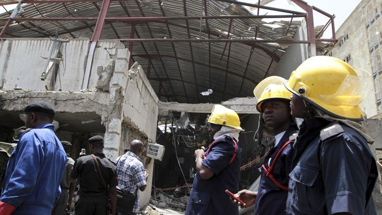 L'explosion d'une bombe a détruit l'immeuble abritant la rédaction et l'imprimerie du quotidien This Day, à Abuja au Nigeria, le 26 avril 2012. (AFOLABI SOTUNDE / REUTERS)
