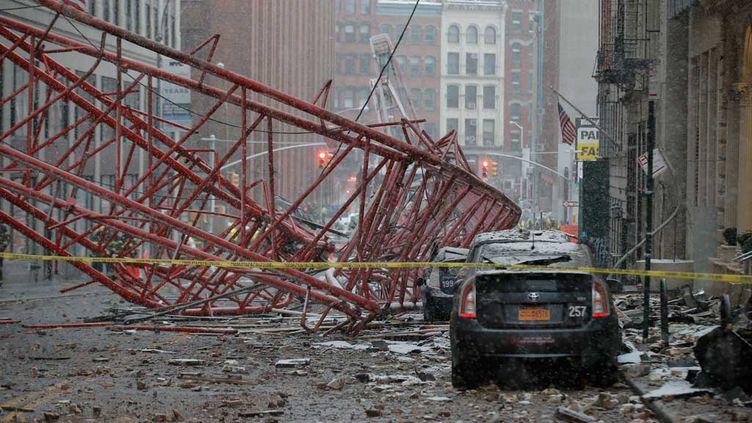 (La grue s'est effondrée dans le quartier Tribeca, au sud de Manhattan © REUTERS/ Brendan McDermid)