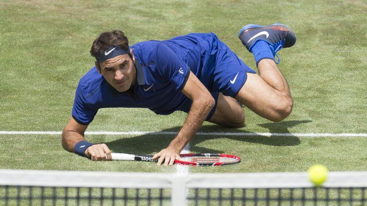 Roger Federer dans une posture inhabituelle