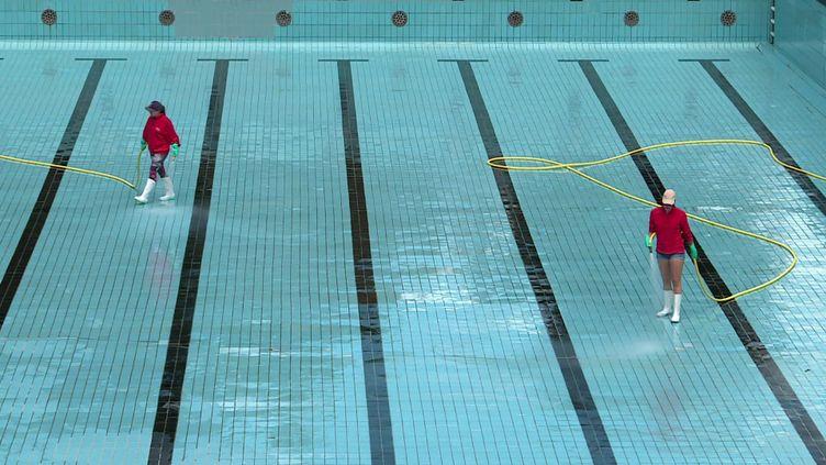 Opération nettoyage des bassins à la piscine de Mulhouse (France 3 Grand Est)