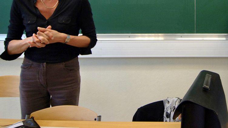Un enseignant du lycée Saint-Stanislas de Nantes (Loire-Atlantique) doit revenirdevant ses élèves avec sa nouvelle identité de femme, le 4 septembre 2012. (MYCHELE DANIAU / AFP)