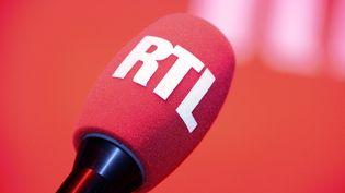 Un micro de RTL, le 4 septembre 2014 dans un studio de la radio à Paris. (BERTRAND GUAY / AFP)