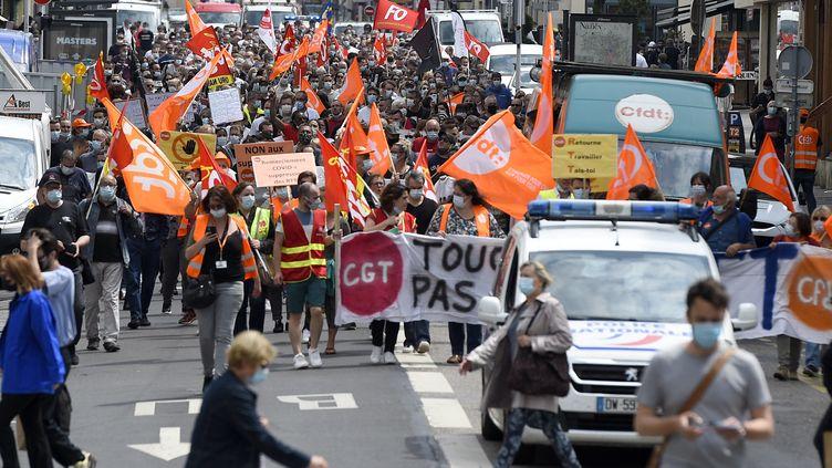 Manifestation du personnel hospitalier, le 8 juin 2021, à Nancy (Meurthe-et-Moselle). (JEAN-CHRISTOPHE VERHAEGEN / AFP)