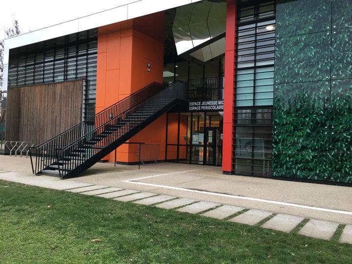 L'espace jeunesse Michel-Colucci dans le quartier du Canal, à Evry-Courcouronnes (Essonne), le 5 mars 2021. (CATHERINE FOURNIER / FRANCEINFO)
