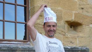 Laurent Garnier, top chef du Yeah!, donne le coup d'envoi du festival derrière ses platines dans la cour du château, vendredi 7 juin 2013.  (Laure Narlian / Culturebox)