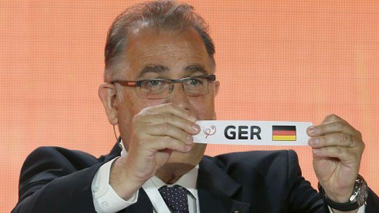 Le bulletin de l'Allemagne lors du tirage au sort du Mondial 2015. (KARIM JAAFAR / AFP)