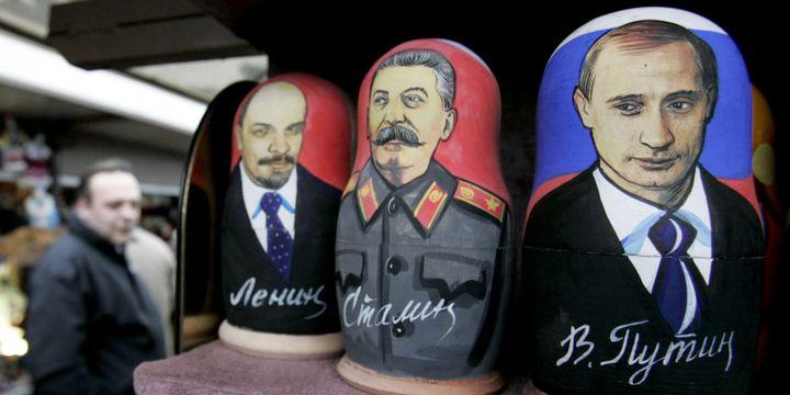 Lénine, Staline et Poutine en matriochkas sur un marché de Saint-Pétersbourg, en 2007. (Reuters / Alexander Demianchuk )