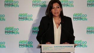 Anne Hidalgo lors d'une conférence de presse à l'issue du premier tour des élections municipales, à Paris, le 15 mars 2020. (JOEL SAGET / AFP)