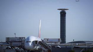 Un avionest sur le tarmac de l'aéroport Roissy-Charles de Gaulle, près de Paris, le 7 août 2018. (JOEL SAGET / AFP)