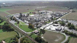 L'incendie de l'usine Lubrizol de Rouen (Seine-Maritime), fin septembre, a ravivé les inquiétudes de ceux qui vivent à côté de sites industriels. France 3 a rencontré les riverains de la plateforme chimique de Lacq (Pyrénées-Atlantiques). Depuis quatre ans, ils se battent contre les mauvaises odeurs et dénoncent la pollution de l'air. (France 3)
