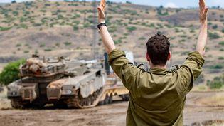 Un soldat israélien sur le plateau du Golan où des tirs iraniens ont été enregistrés. (JINI/AYAL MARGOLIN / XINHUA)