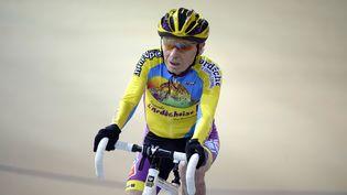 Robert Marchand au vélodrome national de Saint-Quentin-en-Yvelines (Yvelines), le 31 janvier 2014. (LIONEL BONAVENTURE / AFP)