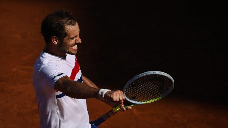 Richard Gasquet pendant son match contre Hugo Gaston, à Roland-Garros, le 1er juin 2021. (ANNE-CHRISTINE POUJOULAT / AFP)