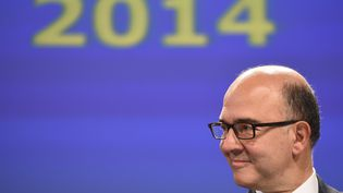 Le commissaire européen Pierre Moscovici assiste à une conférence de presse, le 4 novembre 2014, à Bruxelles (Belgique). (EMMANUEL DUNAND / AFP)