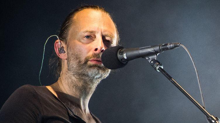 Thom Yorke sur scène avec Radiohead au Lollapalooza festival, le 11 septembre 2016 à Berlin.  (Sophia Kembowski / DPA / AFP)