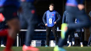 Antoine Dupont lors d'un entraînement du XV de France à Marcoussis (Essonne), le 11 février 2021. (FRANCK FIFE / AFP)