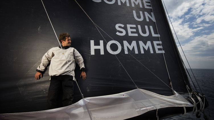 Eric Bellion sur son bateau.