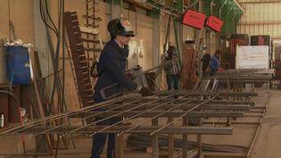 Certaines communes tentent de maintenir l'emploi et d'aider les entreprises à tenir. C'est le cas de Bressuire et des villes voisines, dans les Deux-Sèvres. (France 2)