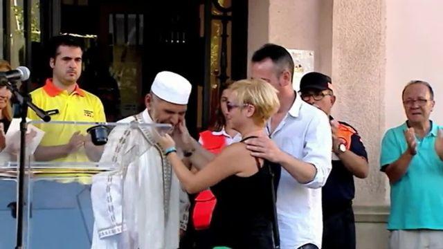 Barcelone : l'accolade d'un père qui a perdu son fils de 3 ans et d'un imam