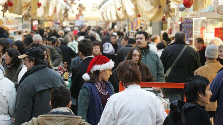 Dans un centre commercial de Mulhouse (Haut-Rhin), le 6 décembre 2013. (MAXPPP)