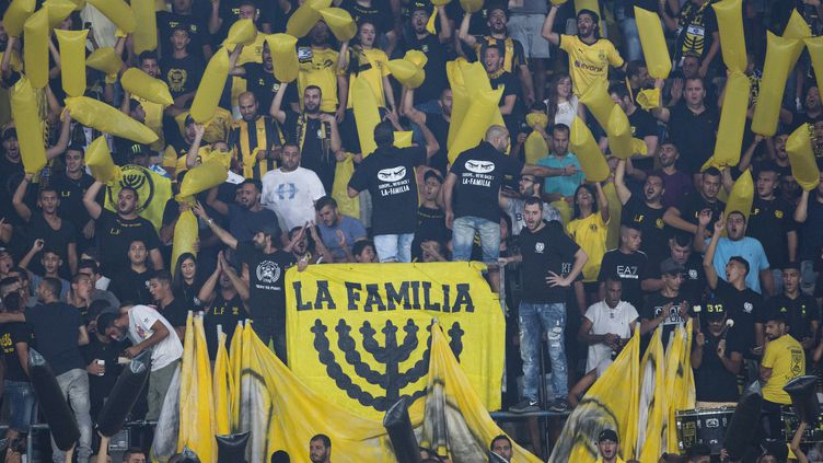 Le groupe de supporters radicaux La Familia, ici lors d'un match en 2016 (ABIR SULTAN / EPA)