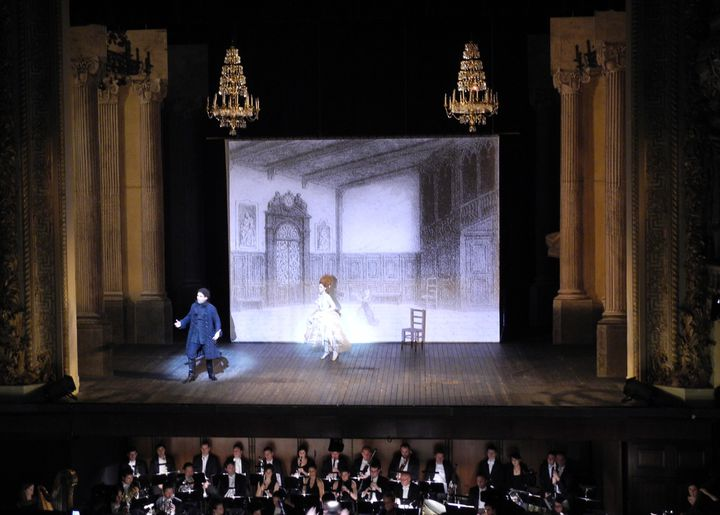 "Patricia Petibon aux côtés de Frédéric Antoun dans ""Manon"" de Massenet.  (Lorenzo Ciavarini Azzi/Culturebox)"
