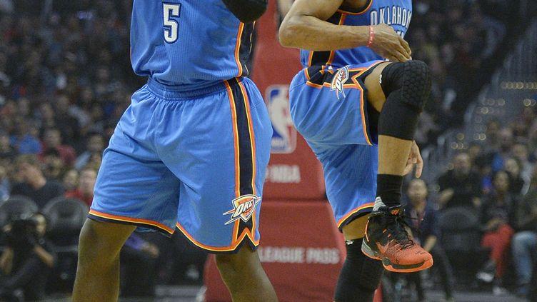 Les joueurs du Thunder Victor Oladipo et Russell Westbrook (KEVORK DJANSEZIAN / GETTY IMAGES NORTH AMERICA)