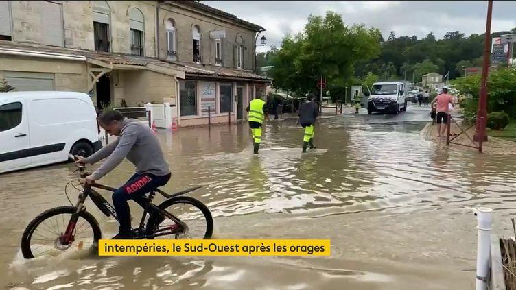 Dans une ville du Sud-Ouest ravagée par les pluies. (France 2)