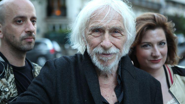 """L'acteur Pierre Richard entouré du musicien JB Hanak et de l'écrivaine Ingrid Astier, le trio derrière l'album """"Nuit à Jour"""". (YANNICK SAILLET)"""