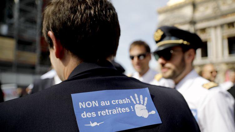 Des pilotes de ligne lors d'une manifestation contre la réforme des retraites, lundi 16 septembre à Paris. (THOMAS SAMSON / AFP)
