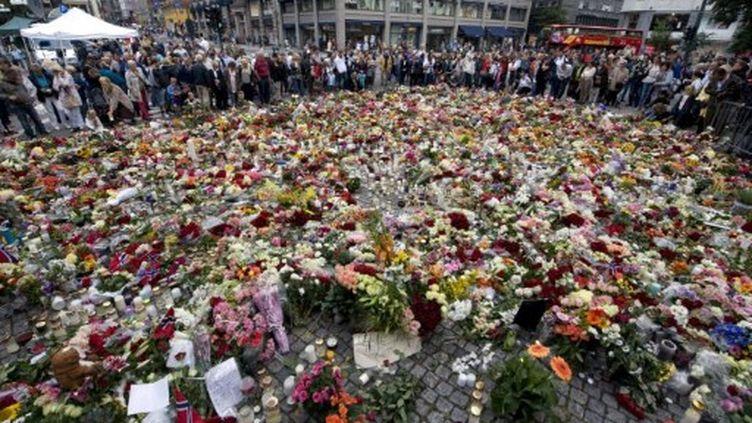 Mémorial spontané, installé près de la cathédrale d'Oslo, en l'honneur des 78 victimes des tueries (AFP - JONATHAN NACKSTRAND)