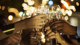 Le passage d'une annéeà une autre s'arrose souvent au champagne. (GETTY IMAGES)