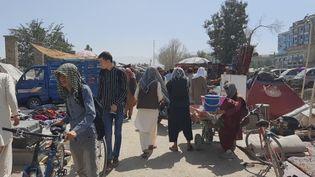 Le marché aux puces de Chaman-e Hozori, à Kaboul, en Afghanistan. (JEREMY TUIL / RADIO FRANCE)