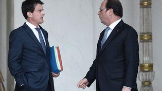 Manuel Valls et François Hollande, le 30 juin 2016, à l'Élysée (STEPHANE DE SAKUTIN / AFP)