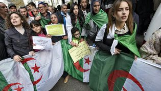 Manifestation contre l'élection présidentielle, le 3 décembre 2019 à Alger. (RYAD KRAMDI / AFP)