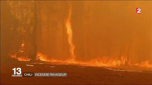 Chili : un gigantesque incendie ravage les hauteurs de Valparaiso