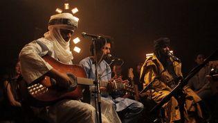 Trois membres de Tinariwen, dont Abdallah au premier plan, à la Nova Session du 14 mai 2014  (Thibaut de Corday)