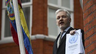 Le fondateur de Wikileaks, Julian Assange, à l'ambassade d'Equateur à Londres, le 5 février 2016. (BEN STANSALL / AFP)