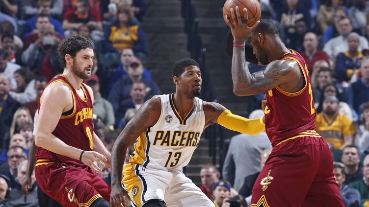 Paul George (Indiana) face à LeBron James (Cleveland) (JOE ROBBINS / GETTY IMAGES NORTH AMERICA)