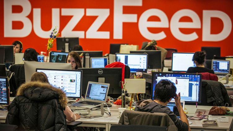 La rédaction de BuzzFeed aux Etats-Unis, le 9 janvier 2014 à New York. (BRENDAN MCDERMID / REUTERS)