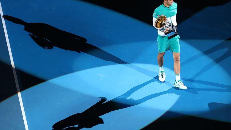 Novak Djokovic a remporté son 18e titre du Grand Chelem à Melbourne, le 21 février 2021. (PATRICK HAMILTON / AFP)