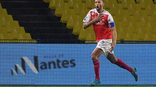 Le capitaine de Reims, Yunis Abdelhamid, a accepté une baisse de 20% de son salaire jusqu'à la fin de la saison. (LOIC VENANCE / AFP)