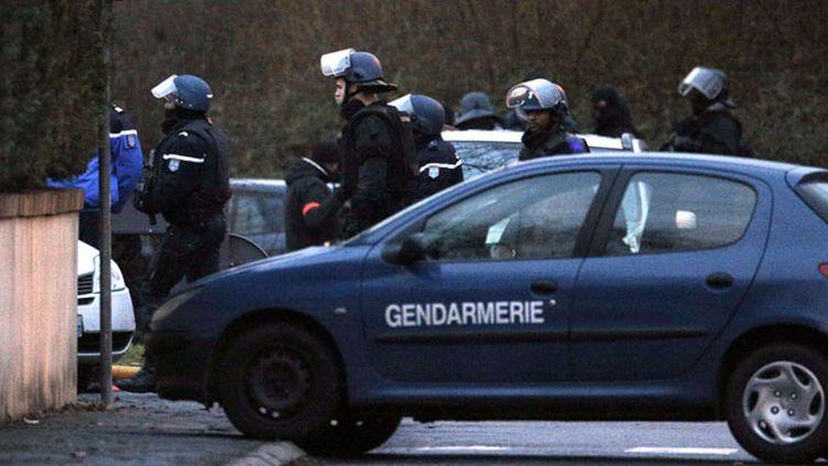 (Les hommes du GIGN ont donné l'assaut sur les locaux de l'entreprise CTD peu après 17 heures © Christophe Ena/AP/SIPA)