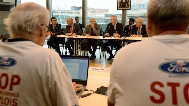 Le ministre de l'Economie, Bruno Le Maire, et le maire de Bordeaux, Alain Juppé, participent à une réunion sur l'avenir de l'usine de Blanquefort (Gironde), le 15 octobre 2018. (NICOLAS TUCAT / AFP)