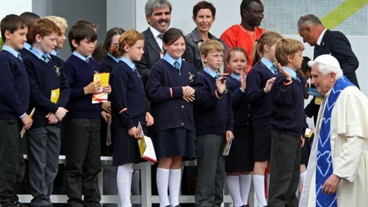 Le pape rencontre des élèves à Twickenham le 17 septembre (AFP Steve Parsons)