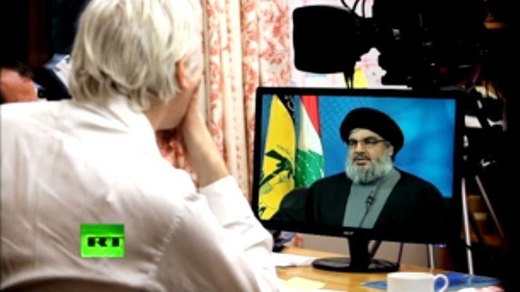 Dans sa première émission, diffusée mardi 17 avril et retransmise sur internet, Julian Assangea interviewéHassan Nasrallah, le chef du mouvement chiite libanais Hezbollah. (RT.COM / FTVI)