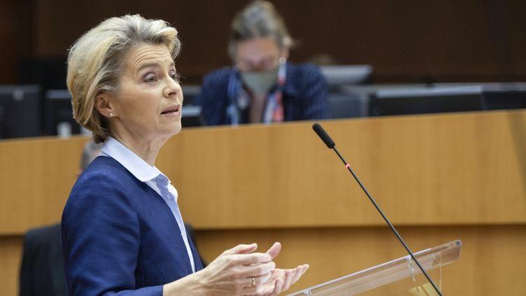 La présidente dela Commission européenne, Ursula von der Leyen, au Parlement européen, à Bruxelles (Belgique), le 16 décembre 2020. (JOHN THYS / AFP)