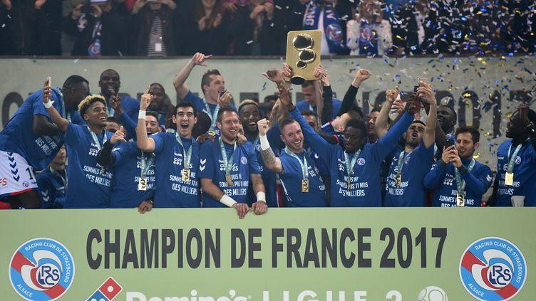 Le Racing Club de Strasbourg, champion de France de Ligue 2 2017 (PATRICK HERTZOG / AFP)