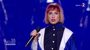 La chanteuse Suzane lors de sa prestation aux Victoires de la musique, vendredi 14 février 2020. (FRANCE 2)
