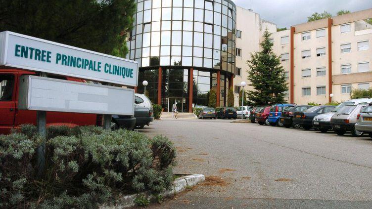 C'est à la Clinique du Val d'Ouest, à Ecully (Rhône), qu'a eu lieu l'opération après laquelle Charles est devenu handicapé. (MARTIN BUREAU / AFP)
